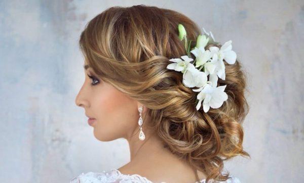 Модные собранные свадебные прически
